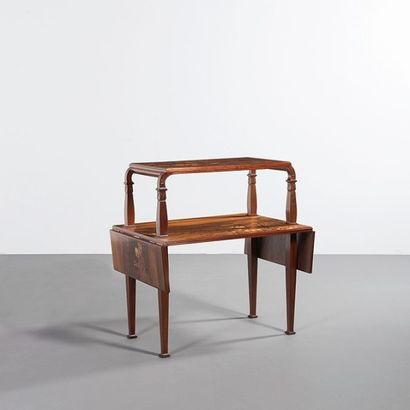 ÉMILE GALLÉ (1846-1904) France Table à thé Bois teinté et marqueterie de bois Signée...