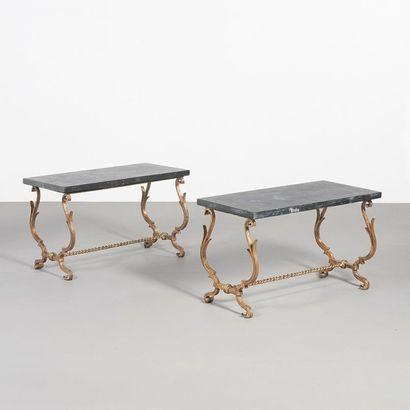 MAISON RAMSAY France Paire de tables basses Métal doré et marbre Édition Ramsay Vers...