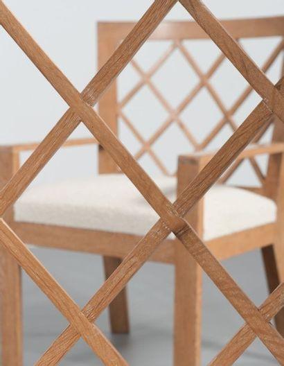 JEAN ROYÈRE (1902-1981) France Paire de fauteuils modèle «Croisillon» Chêne blanchi...