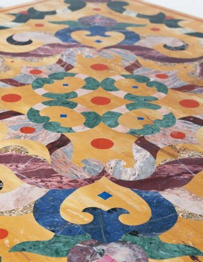 SANT' ANGELO (DÉCORATEUR) France Grande table basse Plâtre peint, marbre jaune de...