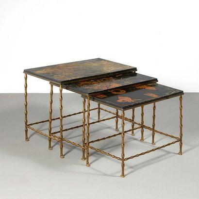 MAISON JANSEN (Attribué à) France Suite de trois tables gigognes à décor de paysages,...