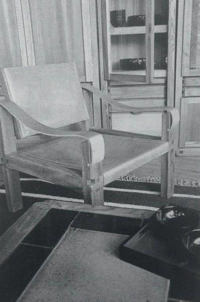 PIERRE CHAPO (1927-1986) France Paire de fauteuils modèle «S 10» Orme massif, cuir...