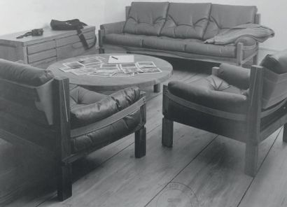 PIERRE CHAPO (1927-1986) France Paire de fauteuils modèle «S 15» Orme massif et cuir...