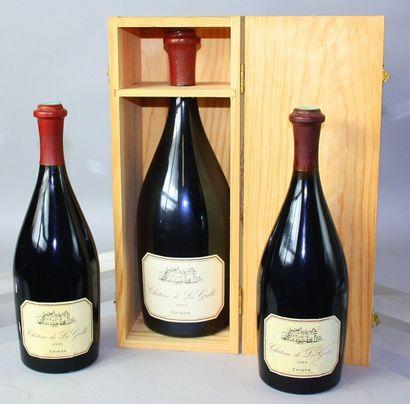 3 Flacons Chinon - CHÂTEAU LA GRILLE 2 Bouteilles de 1996 1 Magnum de 1999 en coffret...