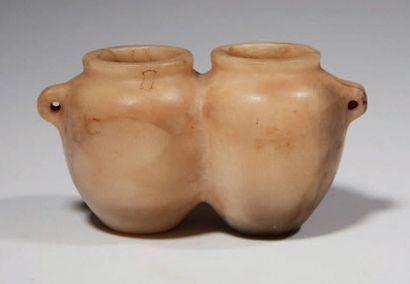 VASE DOUBLE. Rare flacon formé de deux vases...