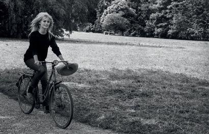 RAYMOND DEPARDON (NÉ EN 1942) Brigitte Bardot sur le tournage du film «Vie privée»...