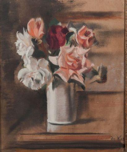 Anne-Pierre De Kat (1881-1968) Roses au pot Blanc Huile sur toile Signée en bas à...