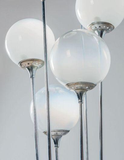STILNOVO FONDÉ PAR BRUNO GATTA EN 1946 Italie Lampadaire à six globes de lumières...