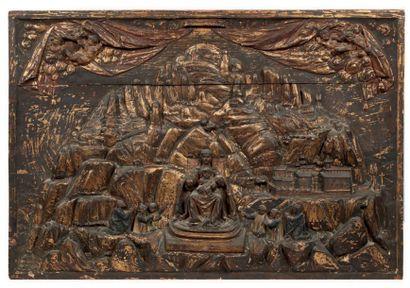 PANNEAU en bois de résineux sculpté en bas-relief...