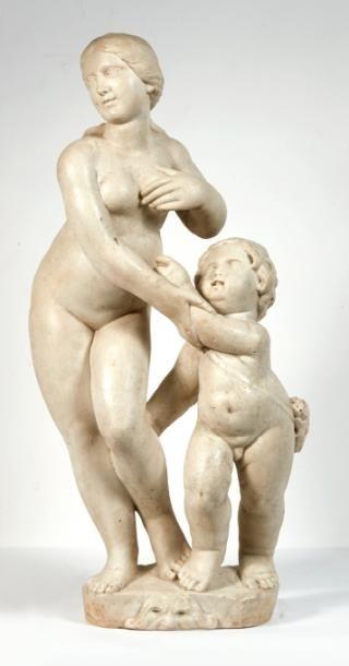 VENUS ET L'AMOUR en marbre sculpté. Debout,...
