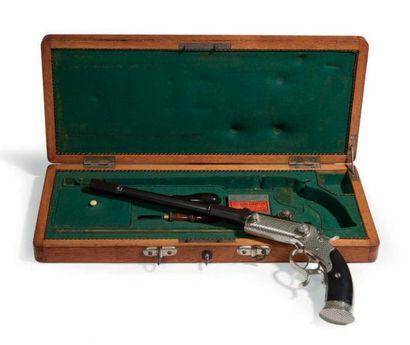 COFFRET-NÉCESSAIRE contenant un pistolet...