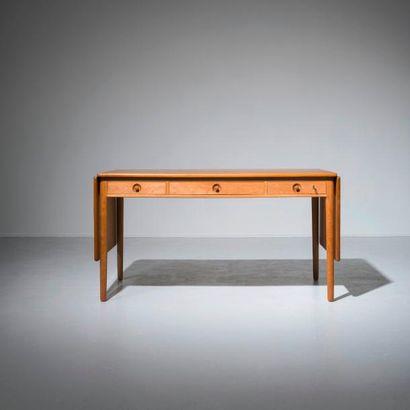 HANS J. WEGNER (1914-2007) Danemark Bureau/Table de travail extensible modèle «AT...