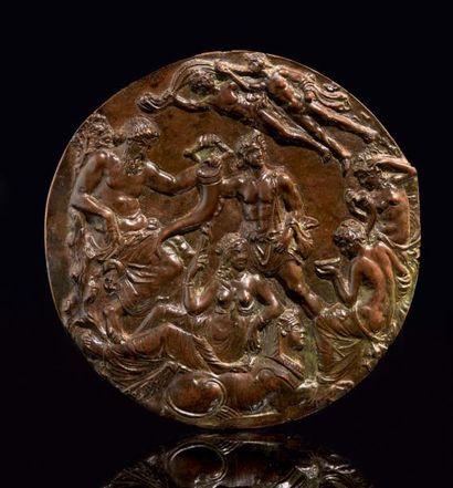 Plaque de forme circulaire en bronze à patine...