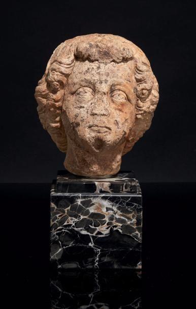 Tête d'ange (?) en pierre calcaire sculptée....