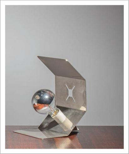 BEN SWILDENS (NÉ EN 1938) Hollande Lampe de table Métal chromé et métal laqué blanc...