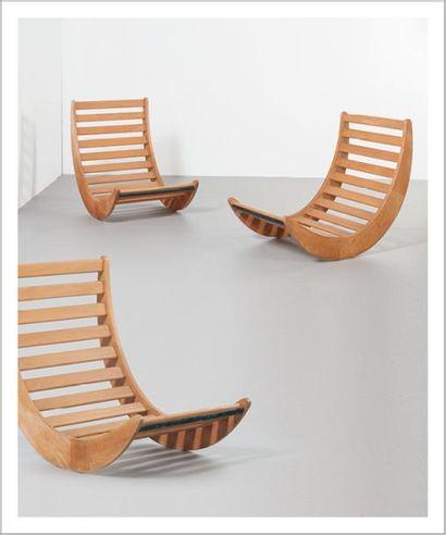 VERNER PANTON (1926-1998) Danemark Ensemble de trois fauteuils à bascule modèle «Relaxer...