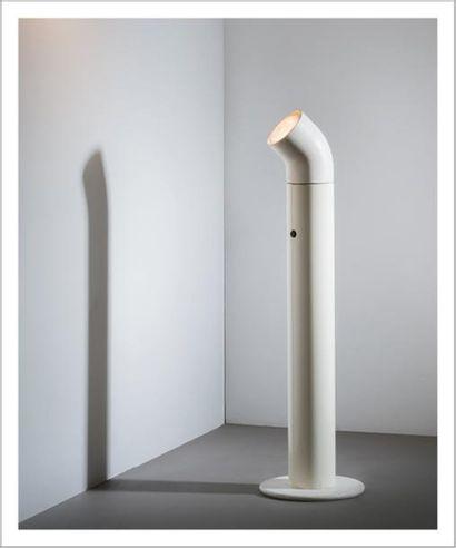 ALAIN RICHARD (NÉ EN 1926) France Lampadaire modèle «A 19 L» Métal laqué blanc et...