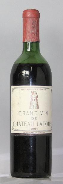 1 bouteille CHÂTEAU LATOUR 1er GCC - Pauillac 1964 Niveau bas épaule. Level low...