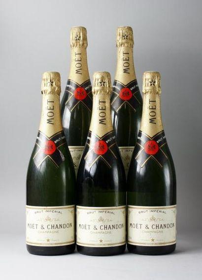 5 bouteilles CHAMPAGNE MOËT & CHANDON BRUT...