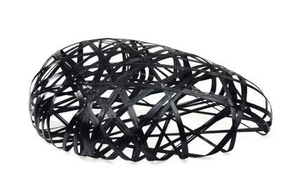 """Peter Donders Prototype Assise """"Stone"""" en fibre de carbone. 2010 H_40,5 cm L_165..."""