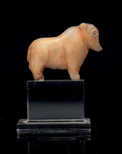 AMULETTE représentant un taureau à bosse,...