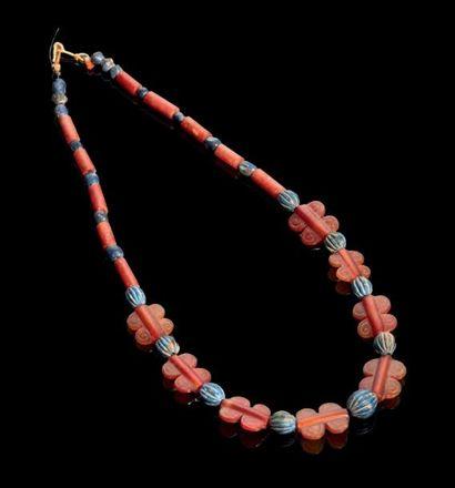 COLLIER formé de perles tubulaires, sphériques,...