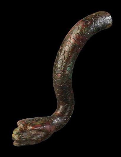 ÉLÉMENT DE STATUETTE représentant un serpent,...