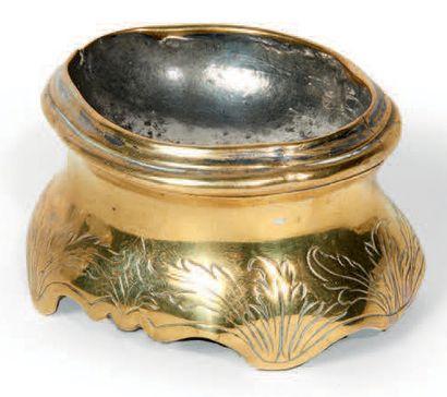 SALIÈRE en laiton et argent. XVIIIe siècle....