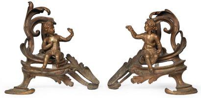 PAIRE DE CHENETS en bronze partiellement...