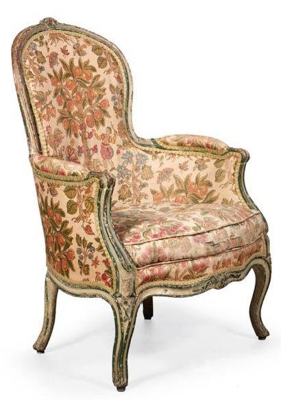 BERGÈRE CABRIOLET de style Louis XV en bois...