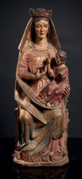 Vierge à l'Enfant assise en noyer sculpté...