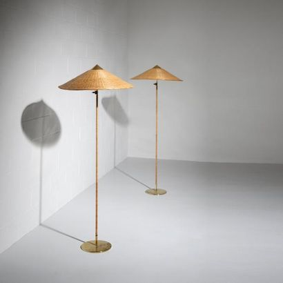 PAAVO TYNELL (1890-1973) Finlande Paire de lampadaires «Chinese Hat» modèle «9602»...