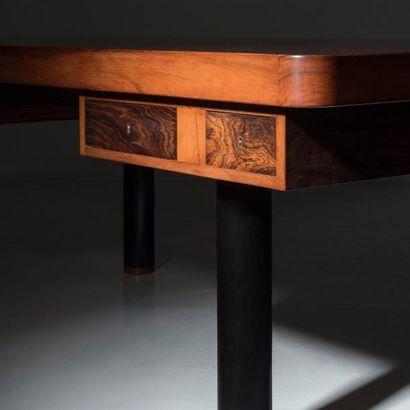 TRAVAIL DANOIS ART DÉCO Important bureau Bois laqué noir, palissandre et acajou 1920-1930...