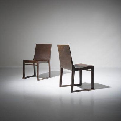 ALVAR AALTO (1898-1975) Finlande Rare paire de chaises modèle «Aikamme Tuote» («Une...