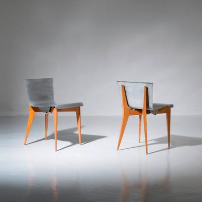 LOUIS SOGNOT (1892-1970) France Rare paire de chaises Chêne et aluminium Chacune...