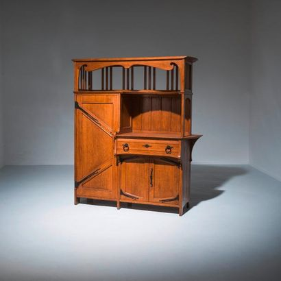 GUSTAVE SERRURIER-BOVY (1858-1910) Belgique Buffet Chêne et fer noirci Vers 1895...