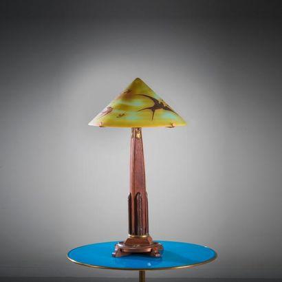 TRAVAIL FRANÇAIS ART NOUVEAU Lampe de table Abat-jour en verre doublé marron sur...