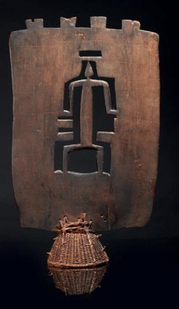 UN CIMIER, coiffe cérémonielle du Kworo,...