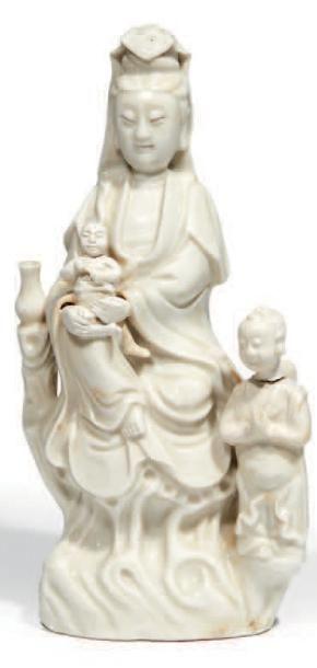 GROUPE en porcelaine émaillée blanc de Chine,...