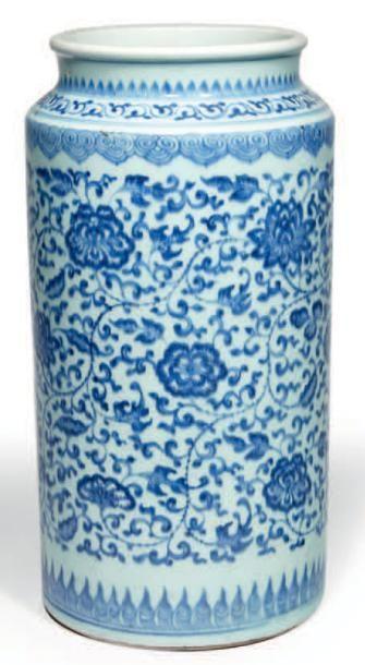 VASE tronconique en porcelaine émaillée en...