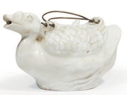 VERSEUSE en forme de canard en porcelaine...