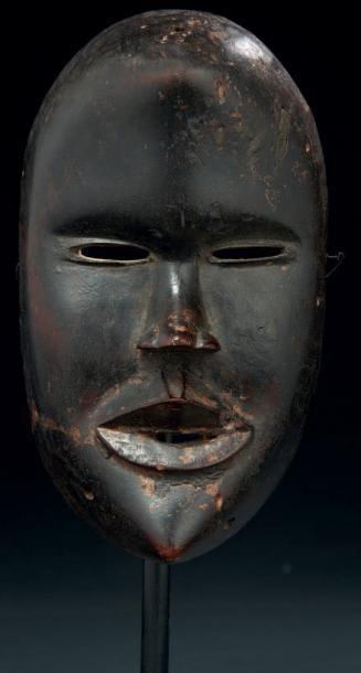 UN MASQUE DU PORO au traitement subtile des volumes du visage notamment de la partie...