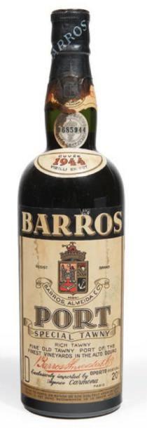 1 BOUTEILLE PORTO BARROS ALMEIDA 1944 Etiquette...