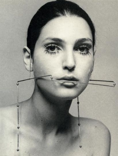 PIETRO CONSAGRA (ITALIE 1920-2005) Ornement facial, 1969 Or rouge, corail Edition...