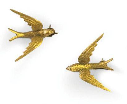LOT DE 2 BROCHES en métal doré représentant...