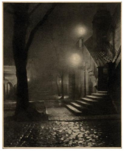 JAROSLAV KRUPKA Effet de nuit, Prague, vers 1930 Épreuve argentique vintage H_26,7...