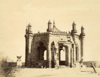 LÉON MEHEDIN «Pavillon et Tombeau Kajarski» guerre de Crimée, 1855 Épreuve sur papier...