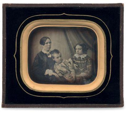 DAGUERREOTYPE RUSSE Mère et ses deux enfants,...