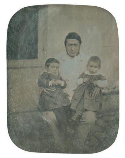 DAGUERREOTYPE ½ PLAQUE Père et ses deux enfants,...
