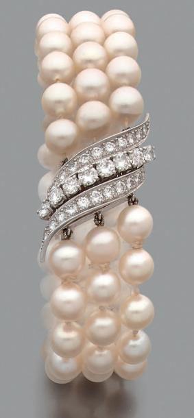 Bracelet de trois rangs de perles de culture...